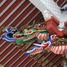 三峯神社の美しすぎる手水舎~この中に龍は何匹?